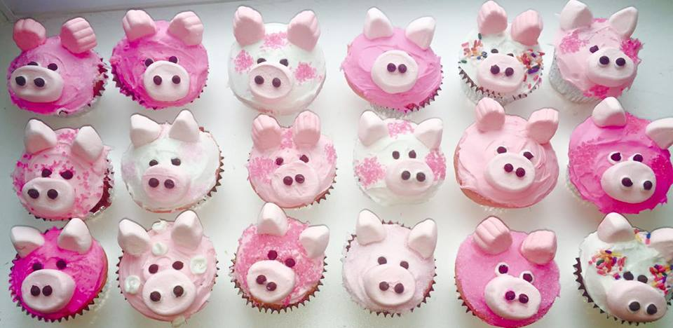 pig themed cupcakes